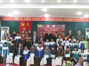 Hội Bảo vệ quyền trẻ em Việt Nam trao học bổng và quà tết cho trẻ em tỉnh Sơn La