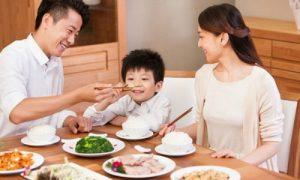 Trẻ em ăn Tết thế nào để không hại sức khỏe
