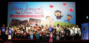 Chi hội Bảo vệ Quyền trẻ em Hạ Long chiếu phim và trao tặng dụng cụ học tập cho trẻ em