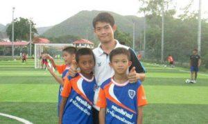 Tình cảm huấn luyện viên dành cho đội bóng nhí Thái Lan