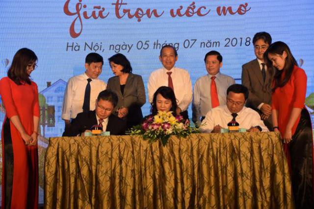 Honda Việt Nam phối hợp trao tặng Mũ bảo hiểm cho học sinh lớp Một toàn quốc năm học 2018 – 2019
