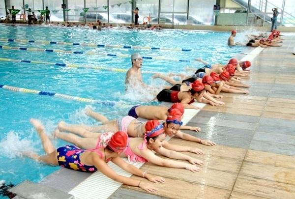 Gần 200 học sinh có hoàn cảnh khó khăn ở Hà Nội được dậy bơi miễn phí