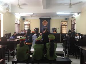 Nhiều phụ huynh mất bình tĩnh, bật khóc khi dự phiên tòa xử 3 bảo mẫu trường Mầm Xanh bạo hành trẻ