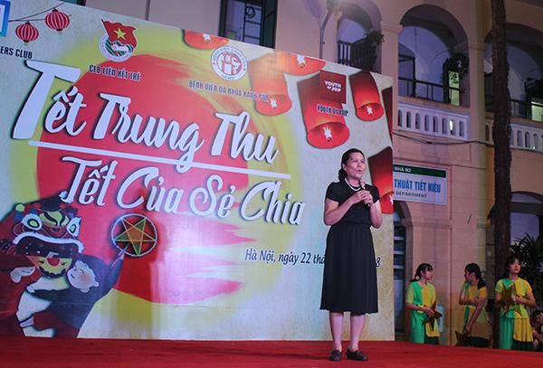 Bà Nguyễn Thị Thanh Hòa, Chủ tịch Hội Bảo vệ quyền trẻ em Việt Nam phát biểu tại chương trình